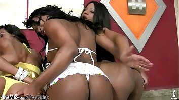 Dusky shemales in cock sucking and ass fucking foursome