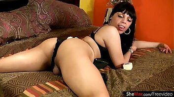 Sissified ebony tgirl reveals and shakes her menacing bubble ass